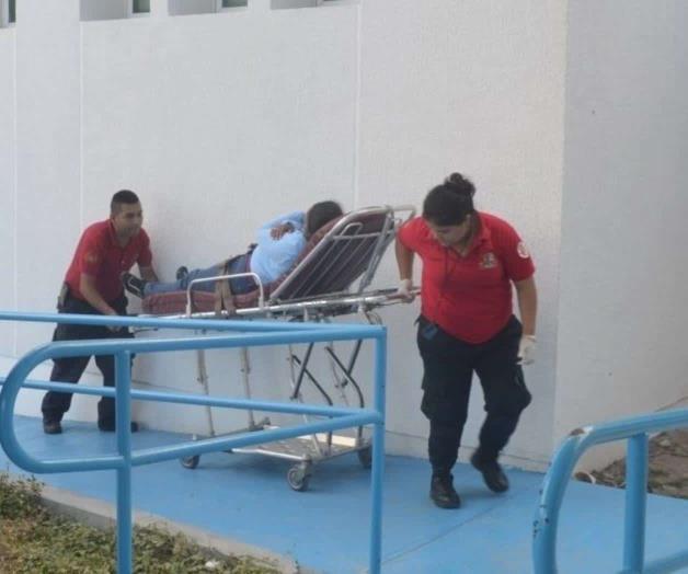 Cae fulminada por presunto golpe de calor; reportan sufre fuertes convulsiones