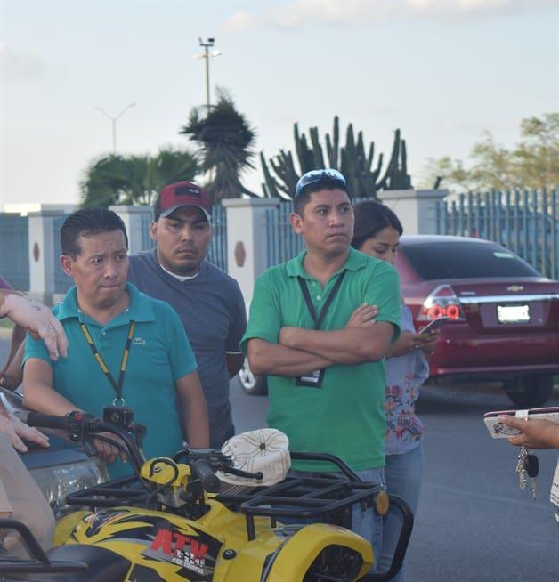 Rebasa mal y fractura a piloto de motocicleta