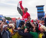 Mexicanos y colombianos ayudan a aficionado egipcio a poder ver a su selección