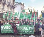 Avalan diputados el aborto en Argentina
