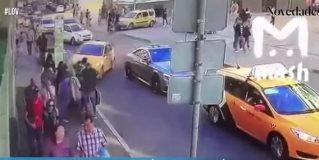 Taxi atropella mexicanos en Rusia 2018