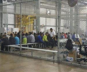 Encierran en jaula 20 niños, en centro de detención en Texas
