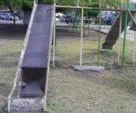 Tienen parque, nada divertido... Padres de familia demandan ayuda