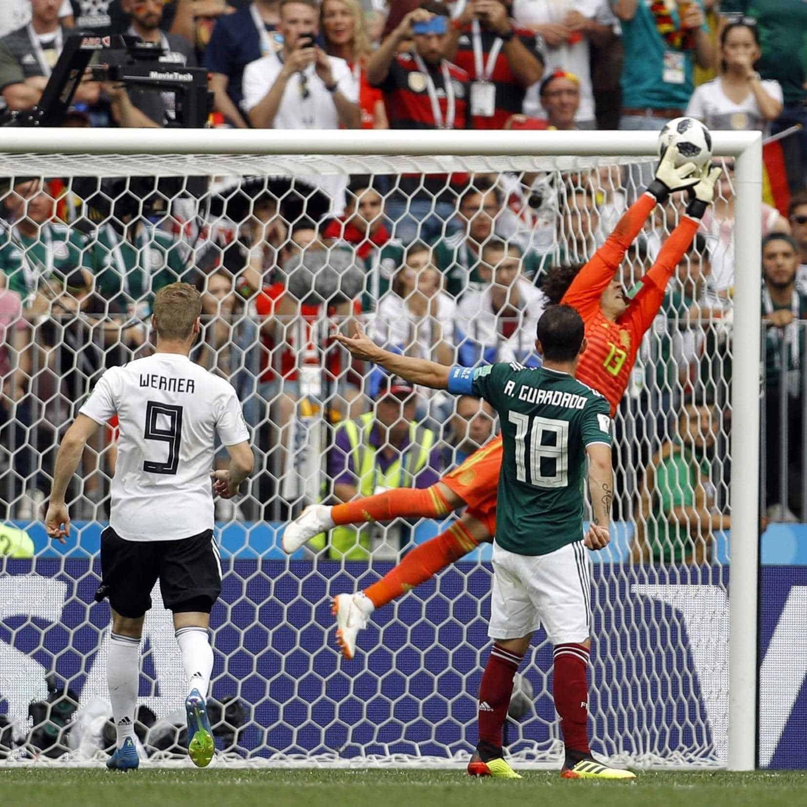 ¡Apareció Súper Memo!Guillermo Ochoa sorprendió con grandes atajadas como hace cuatro años ante también una potencia como Brasil. La calidad del mexicano lo ha convertido en el segundo arquero en la historia mundialista en mantener su portería en ceros