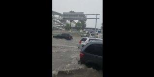 Desafían automovilistas inundaciónen puente Reynosa-McAllen
