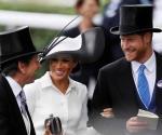 Los Duques Enrique y Meghan acuden a carrera de caballos
