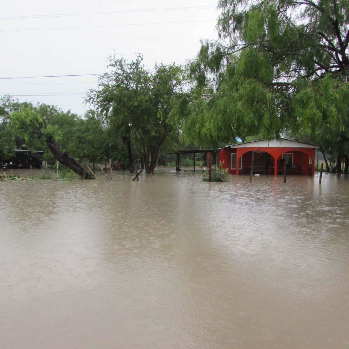 ANEGADAS. En comunidades como Venecia, El Faro y Argüelles, el agua también penetró a viviendas.
