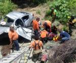 Deja 1 muerto y 5 heridos fatal choque con volcadura