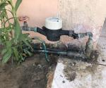 Destroza demente medidores de agua
