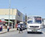 En Nuevo Laredo esperan hasta dos horas la llegada del camión