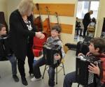 Brindan clases de música y danza moderna en Casa de la Cultura