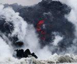 Cae lava sobre bote turístico en Hawai; hay 13 heridos