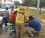 Rescatan octogenaria prensada tras choque