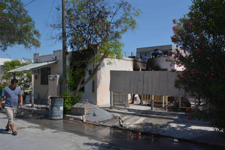 La vivienda ubicada en Nabos 331, entre Palmas y Encinos, quedó considerada como pérdida total.