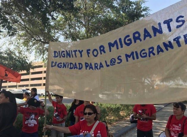Realizan vigilia por reunificación de familias, en la corte federal
