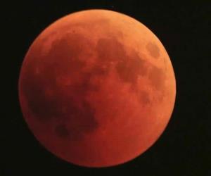 Así se ve el Eclipse lunar en Europa y Oceanía