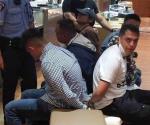 Terror en el Mall por asalto fallido. Irrumpen en joyería 7 delincuentes
