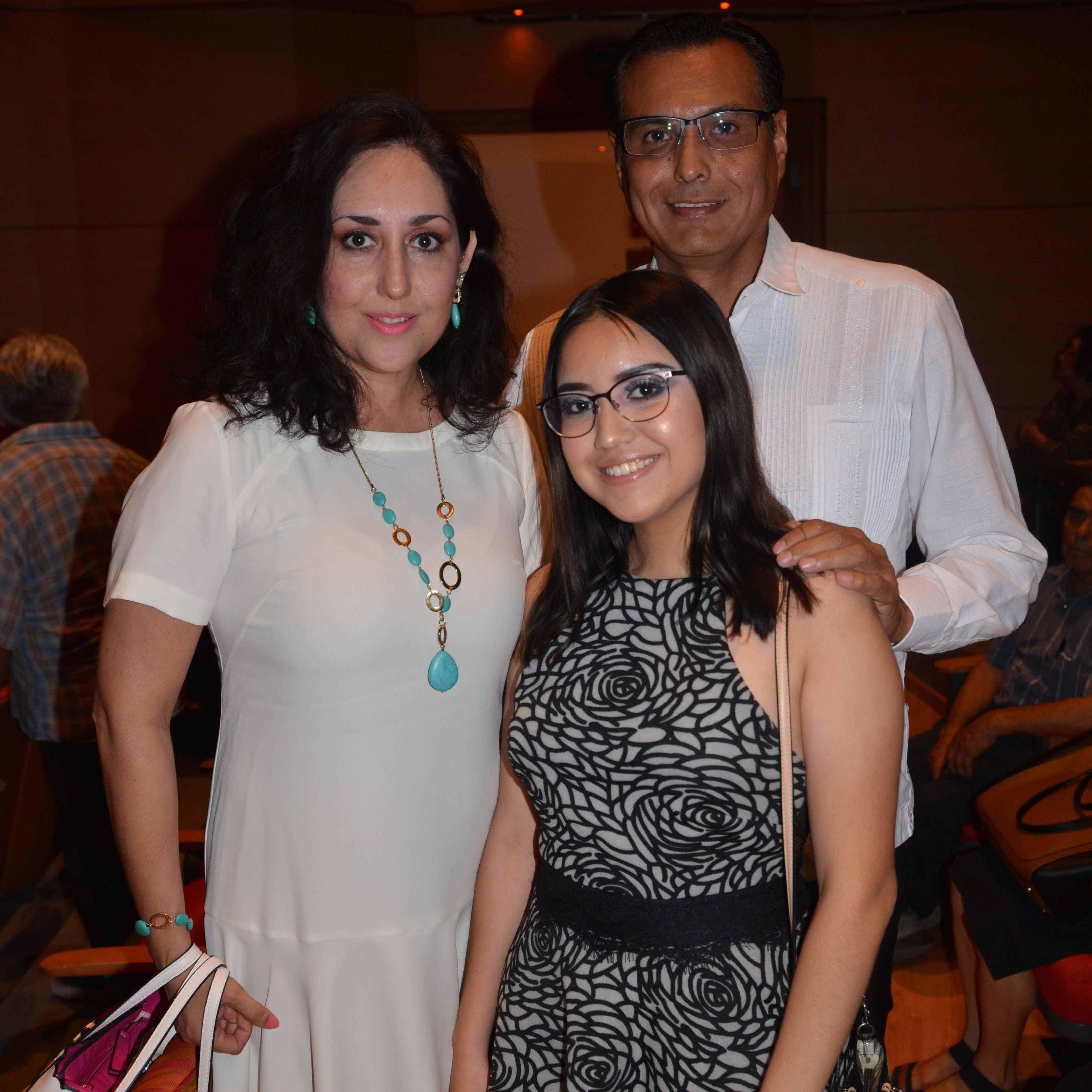 EN FAMILIA. Felipe Rodríguez, Lizett Báez y Camila Rodríguez Báez.
