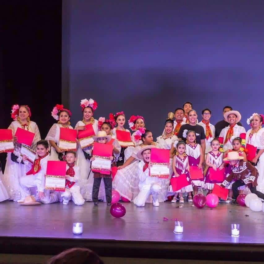 RECONOCIDOS. Felices con sus reconocimientos todos los alumnos de La Escuela de Danza del Noreste de México y Ballet Folklórico del Noreste de México.