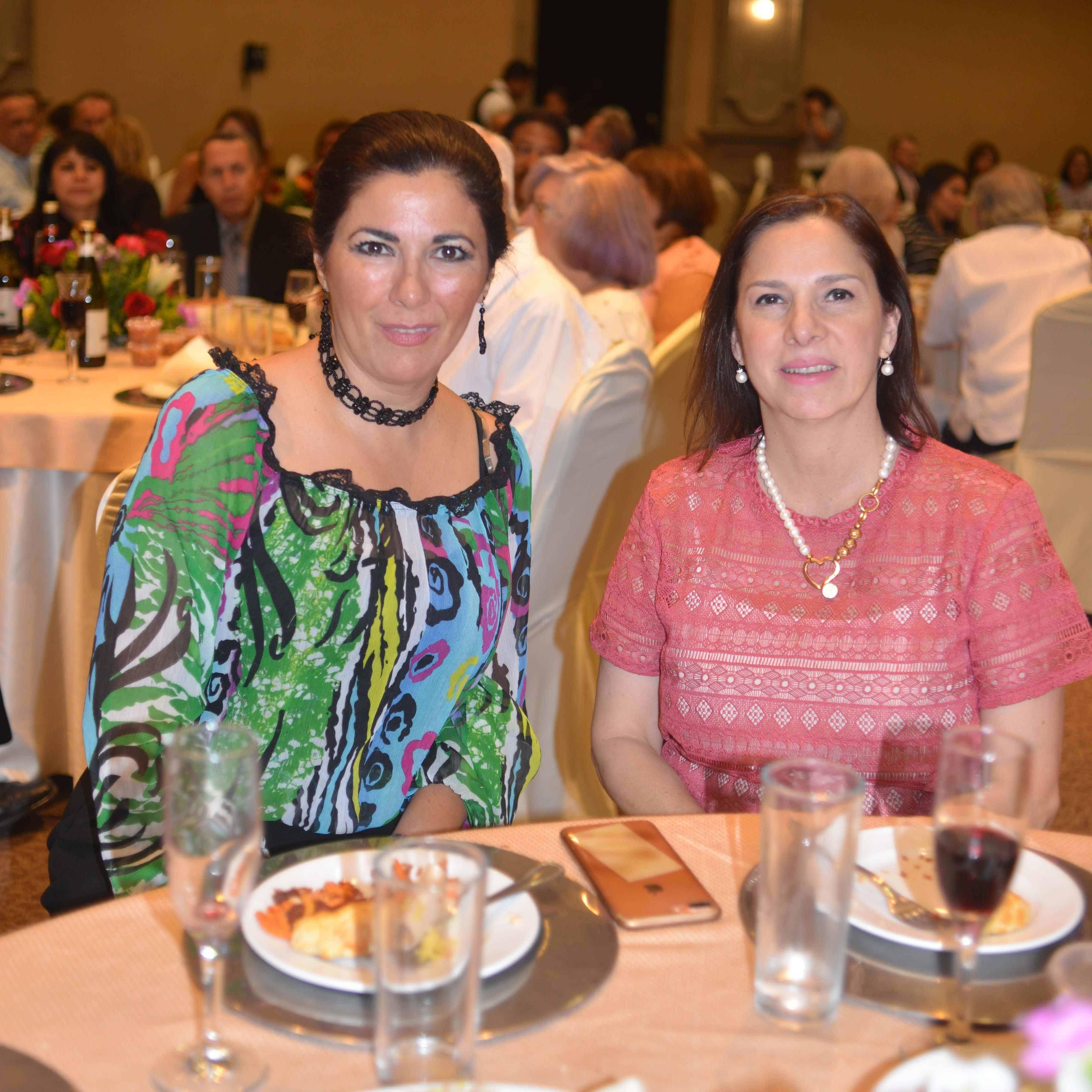 PRESENTES. Martha Catalina González y Elsa Munguía.