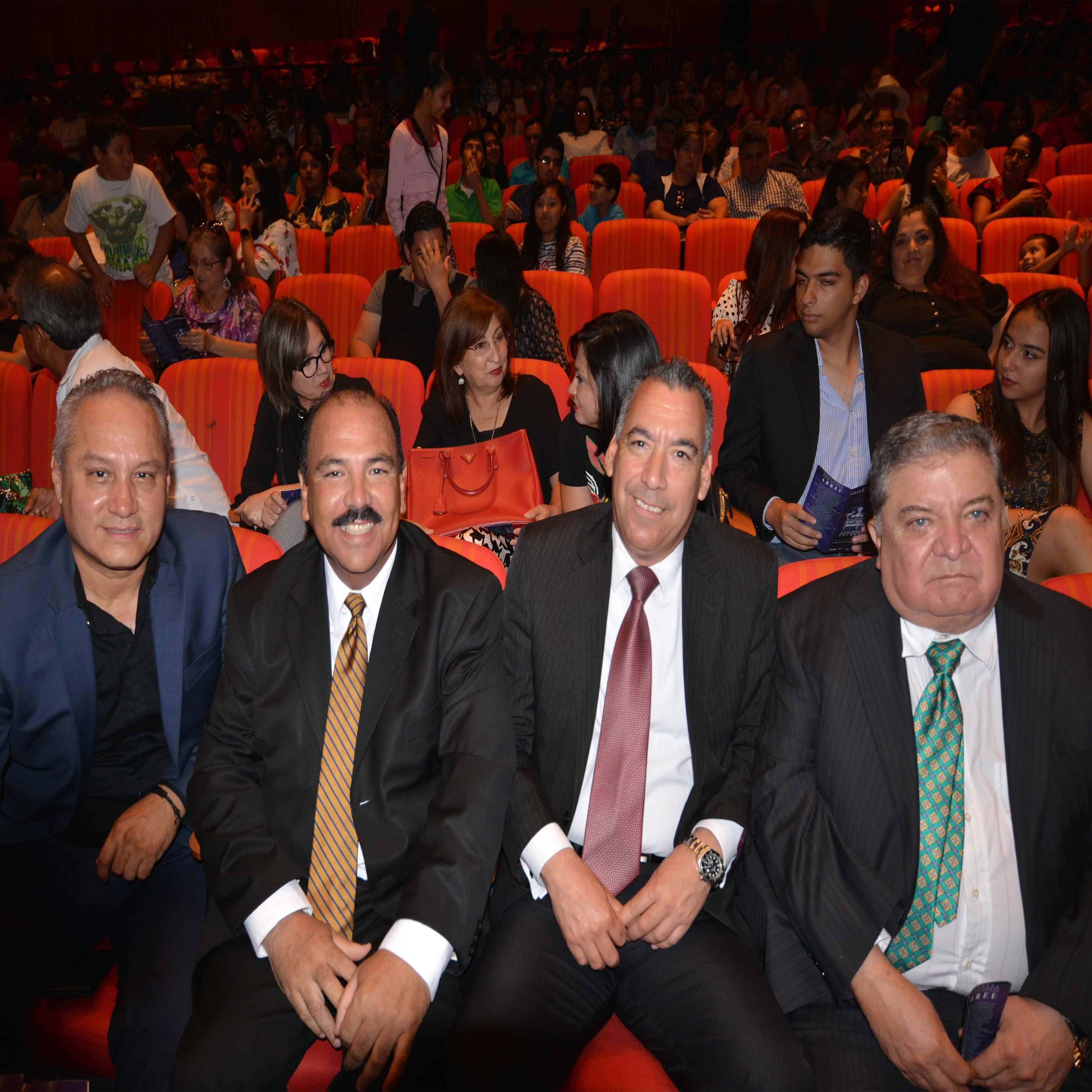 EN PRIMERA FILA. Sixto Reyes, José Luis Hernández Garza, Lic. Alfonso Peña y Lic. Orlando Deándar Martínez.