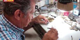 Reparadores de reloj sobreviven a nuevas tecnologías