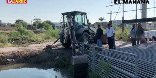 A punto de desbordar; desazolvan canal Anzaldúas