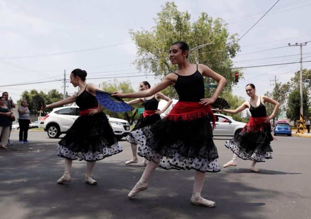 Este sábado 4 de agosto habrá ballet gratis en el cruce peatonal de la Avenida Cuauhtémoc con esquina Álvaro Obregón Roma Norte, a un costado del Jardín Pushkin, a las doce del mediodía.