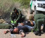 Salvan de la muerte a 2 indocumentados. No podían mantenerse a flote en un canal