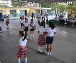 Interpone en CDHE queja por cobro de cuota escolar