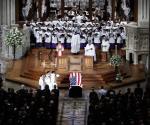 En funeral de McCain, su hija lanza indirectas al presidente