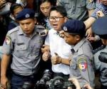 Condenan a periodistas de Reuters a 7 años de cárcel