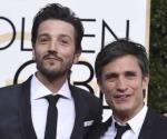 Felicitan Diego Luna y Gael García a Cuarón por León de Oro