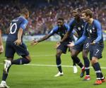 Francia estrena la corona con triunfo