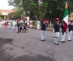 Participan contingentes educativos en el desfile