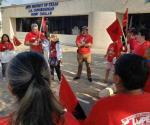 Protestan contra Cuellar por votar para reducir salario a trabajadores agrícolas