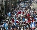 Protestan guatemaltecos contra Presidente