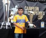 Presume Tigres su trofeo en el Estadio Universitario