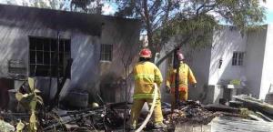 Arde cuarto de madera en Rincón de las Flores