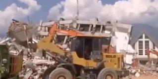 Llega ayuda internacional a Indonesia, son mil 424 los muertos por sismo