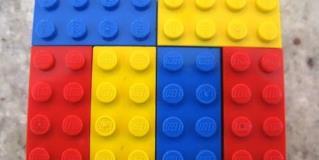 Profesor usa Legos para enseñar matemáticas