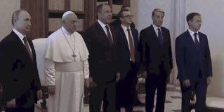 El papa Francisco y Putin intercambian regalos en el Vaticano