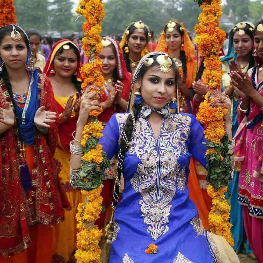 VESTIMENTA. Los atuendos tradicionales de la India están llenos de color y misticismo.
