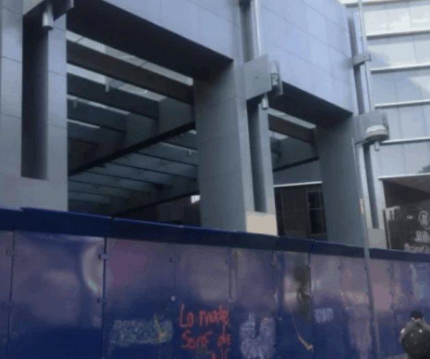 Tapizan negocios, estaciones de Metrobús y estatuas por marcha