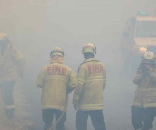 De héroes a villanos, bomberos brasileños y australianos