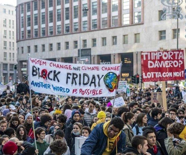 Marchan por el clima y contra Black Friday