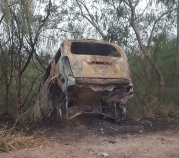 Sofocan incendio de una camioneta