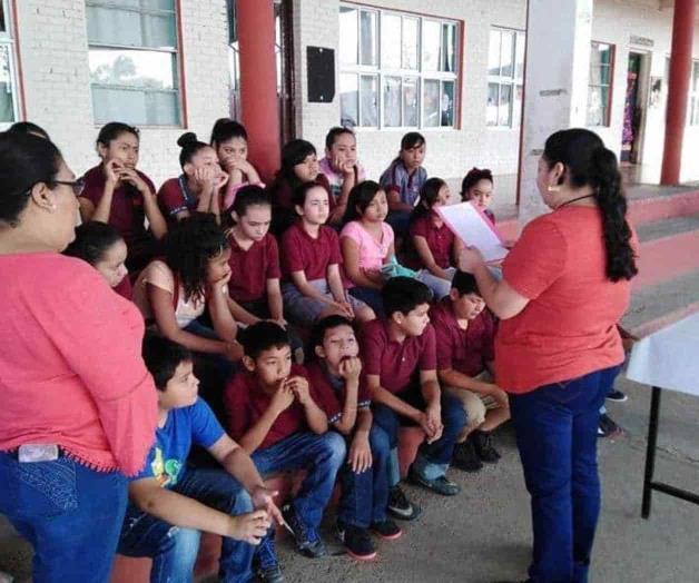 Participan alumnos en Feria de Lectura