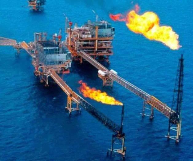 Anuncia AMLO gira por campos y plataformas petroleras