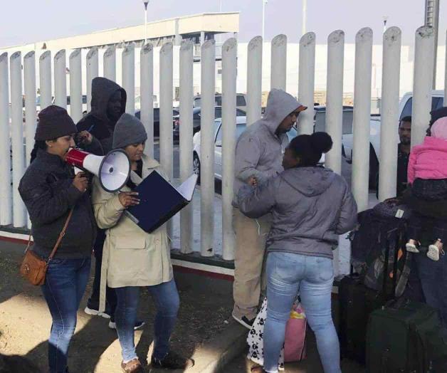 Solicitantes de asilo causan demoras en frontera de EUA
